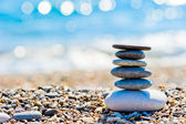 Pebble beach and gray spa stones in the form of a tower — Stock Photo
