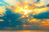 Golden rays of the sun breaking through the storm clouds — Stock Photo