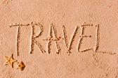 Viaggio della parola scritta sulla sabbia e stelle marine — Foto Stock