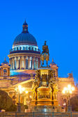 Isaac beautiful cathedral in Saint-Petersburg at night — Stock Photo