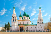 Beautiful Orthodox church in Yaroslavl on the square — Стоковое фото