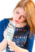 Girl carefully considering the money through a magnifier — Stock Photo