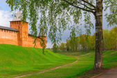Part of the walls of the Kremlin in Veliky Novgorod with tower — Stock Photo