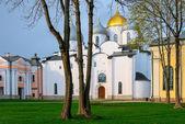Novgorod kre bölgesinde beyaz taş Ortodoks Kilisesi — Stok fotoğraf