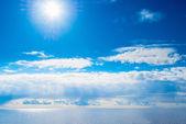 Bright sun and blue sea — Stock Photo