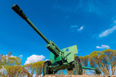 Monument of military weapons against the sky — Stock Photo