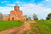 Antiga igreja de tijolo na colina — Fotografia Stock