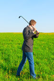 Businessman with a golf club in the field — Foto de Stock