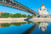 Famous temple of Christ the Savior and the bridge — Stock Photo