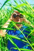 Vertical shot of a man with binoculars — Stock Photo
