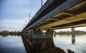 Bajo el puente del río — Foto de Stock