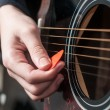 Female hand playing acoustic guitar.guitar play — Stock Photo