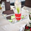 Decoration of summer garden table. Roses in vase on white table — Lizenzfreies Foto