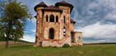 Old abandoned haunted house and sky in Transylvania with clouds.Abandoned mansion in ruins . — Stock Photo