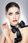 Hairstyle and Make up - beautiful female art portrait with black ribbon. Elegance. Genuine Natural brunette with ribbon - studio shot. Portrait of a attractive woman with beautiful eyes and red lips — Stock Photo