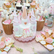 Wedding decoration with pastel colored cupcakes, meringues, muffins and macarons. Elegant and luxurious event arrangement with colorful macaroons. Wedding dessert with macaroons — Stock Photo #50537813