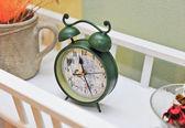 Vintage green colored clock. Retro alarm clock. Vintage alarm clock. — 图库照片