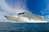 Cruise ship at sea — Stock Photo