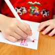 The child draws red felt-tip pens — Stock Photo