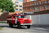 Fire truck rides on an urgent call — Foto Stock