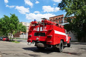 Fire truck goes to the an urgent call on the street — Foto Stock
