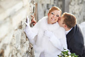 Romantic kiss happy bride and groom on wedding day — Stock Photo