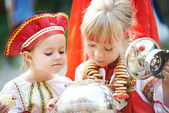 Two girls in Russian national costumes with samovar — Stock Photo
