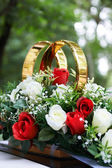 Golden rings and flowers — Stock Photo