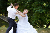 Wedding dance in park — Stock Photo
