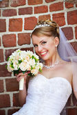Happy bride with wedding bouquet — Стоковое фото