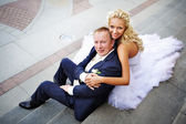 Bride and groom on steps of palace — Стоковое фото