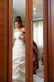 Charges the bride and dress up wedding gown — Stock Photo