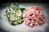 Bouquets of flowers white and pink roses — Stock Photo