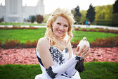 Happy bride with pigeon — Photo