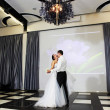 Dance bride and groom in banqueting hall — Stock Photo