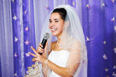 Joyful bride speaks at banquet — Stock Photo