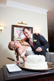 Bride and groom near wedding cake — Stok fotoğraf