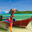 Beach and boat in Phi Phi Island — Stock Photo