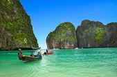 красивый пейзаж и лодки — Стоковое фото