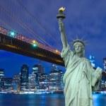 Brooklyn Bridge with Liberty Statue — Stock Photo #32895777