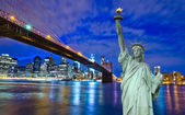Brooklyn Bridge with Liberty Statue — Stock Photo