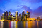 Beautiful Singapore skyline at night — Stock Photo