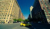 Auta na ulici, nyc — Stock fotografie