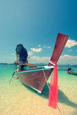 традиционная лодка на пляж является одним из основных туристических центров в таиланде — Стоковое фото