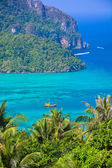Phi phi island in andaman sea, Phuket, Krabi, Thailand — Stock Photo
