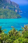 Phi phi island in andaman sea, Phuket, Krabi, Thailand — Stock Photo