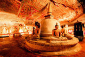 Buddha-statuen in dambulla höhlentempel — Stockfoto