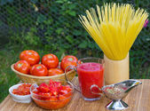 Fresh healthy tomato juice and ketchup for pasta — Stock Photo