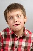 ребенок, делая уродливые лица 2 — Стоковое фото