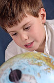 Student learning geography — Stock Photo